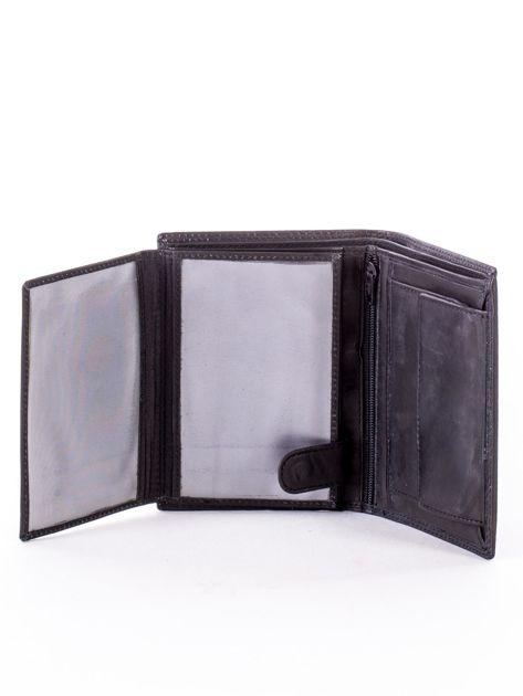 Czarny skórzany portfel z okrągłym tłoczonym emblematem                              zdj.                              5
