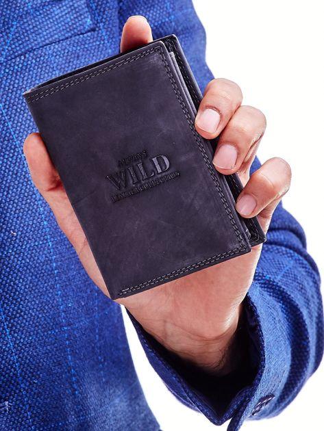 Czarny skórzany portfel z tłoczeniem i obszyciem