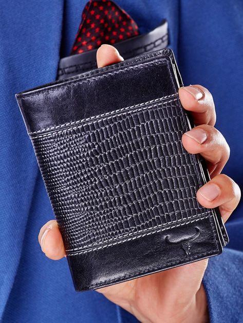 Czarny skórzany portfel z tłoczonym wzorem                              zdj.                              1