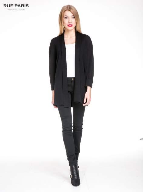 Czarny sweter kardigan z podwijanym rękawami z guziczkami                                  zdj.                                  2