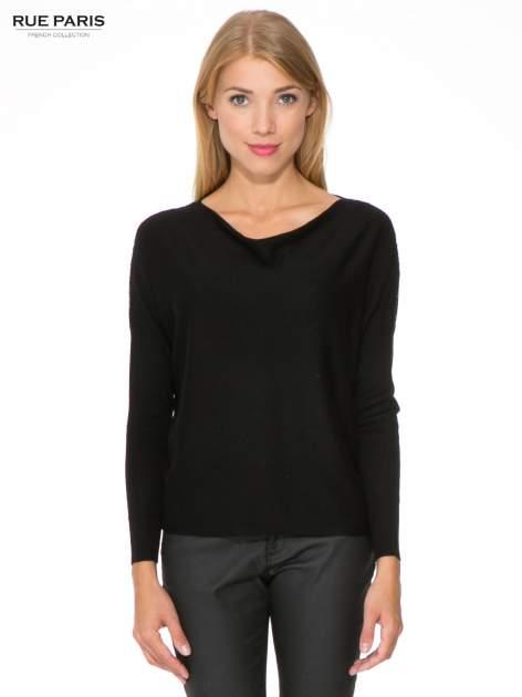 Czarny sweter o nietoperzowym kroju z cekinową aplikacją na rękawach                                  zdj.                                  1