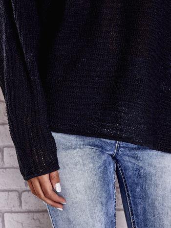 Czarny sweter oversize z rozcięciami po bokach                                  zdj.                                  7
