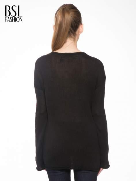 Czarny sweter w gwiazdy z efektem destroyed                                  zdj.                                  4