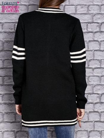 Czarny sweter z kieszeniami zapinany na zatrzaski                                   zdj.                                  4