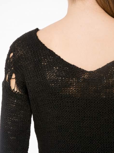 Czarny sweter z oczkami przy ramionach                                  zdj.                                  7