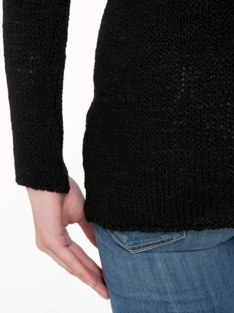 Czarny sweter z oczkami przy ramionach                                  zdj.                                  8