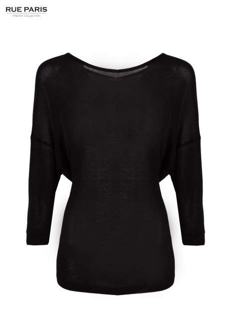 Czarny sweter z opuszczonymi rękawami przeplatany metalizowaną nicią