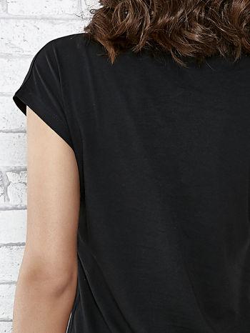 Czarny t-shirt damski z aplikacją gwiazdy z cekinów                                  zdj.                                  6