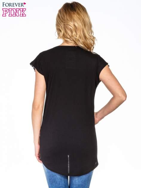 Czarny t-shirt t-shirt we wzór op-art                                  zdj.                                  4