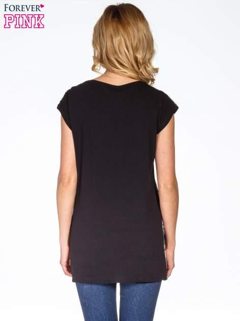 Czarny t-shirt w panterkę                                  zdj.                                  4