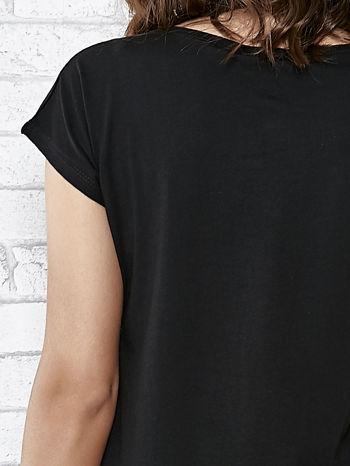 Czarny t-shirt z aplikacją NYC z cekinów                                  zdj.                                  6