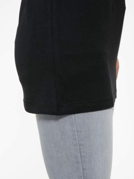 Czarny t-shirt z czarnymi skórzanymi rękawami                                  zdj.                                  9