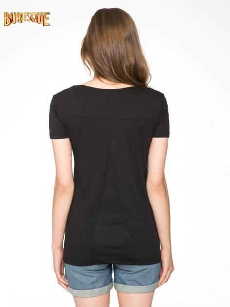 Czarny t-shirt z fotografiami miast                                  zdj.                                  4