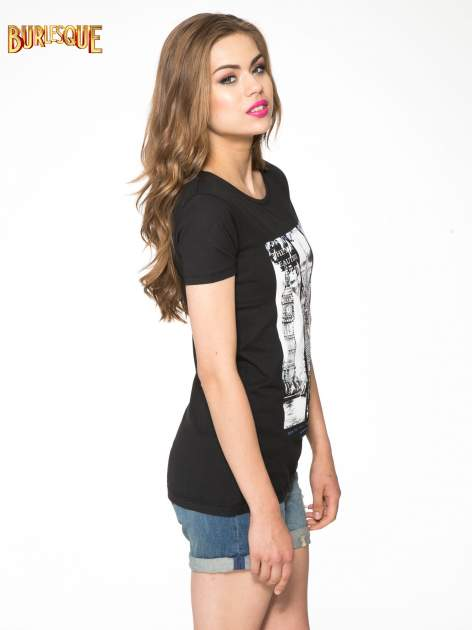 Czarny t-shirt z fotografiami miast                                  zdj.                                  3