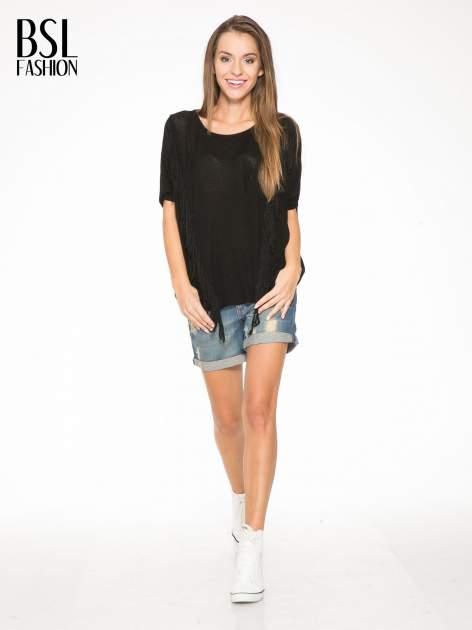 Czarny t-shirt z frędzlami i siateczkowym tyłem                                  zdj.                                  5