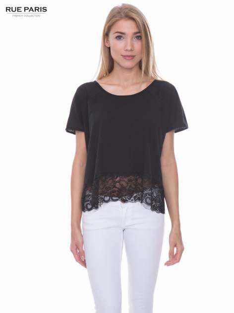 Czarny t-shirt z koronkowym dołem
