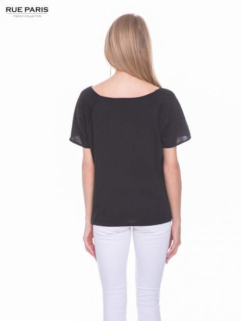 Czarny t-shirt z koronkowym dołem                                  zdj.                                  3