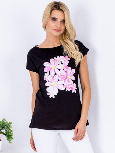 Czarny t-shirt z kwiatowym motywem                              zdj.                              1