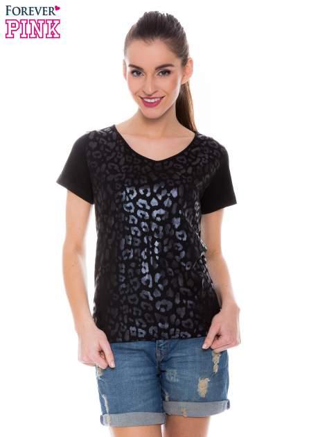 Czarny t-shirt z metalicznym nadrukiem w cętki pantery                                  zdj.                                  1
