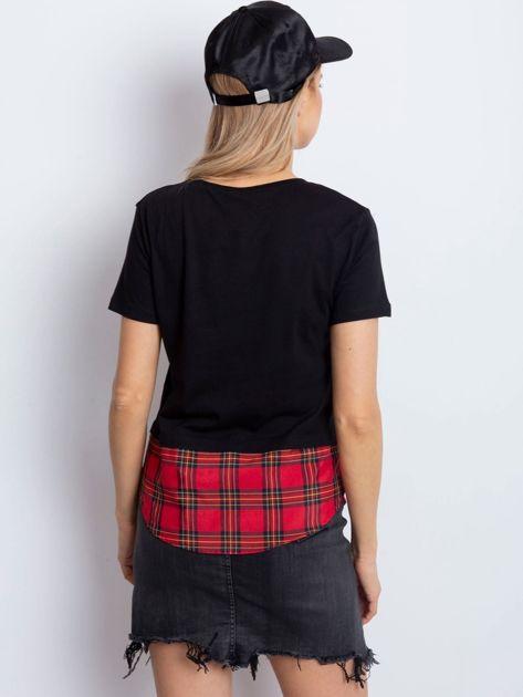 Czarny t-shirt z motywem kratki                              zdj.                              3