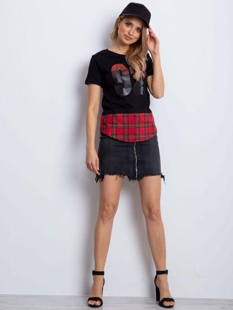 Czarny t-shirt z motywem kratki                                  zdj.                                  4