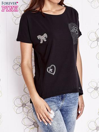 Czarny t-shirt z motywem serca i kokardki                                  zdj.                                  1