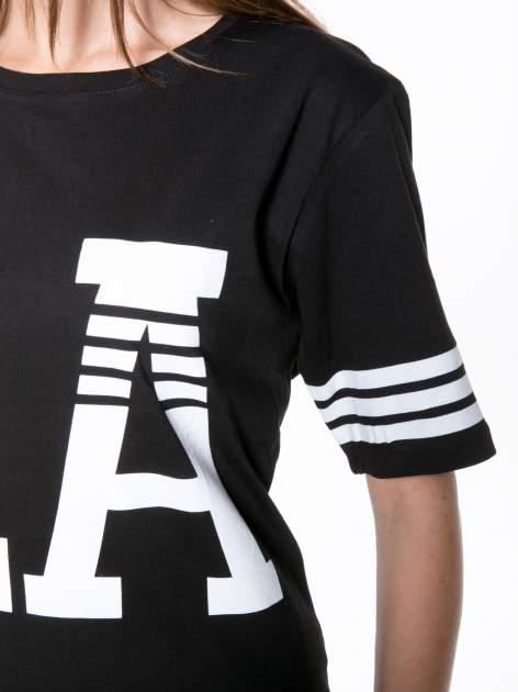 Czarny t-shirt z nadrukiem LA w baseballowym stylu                                  zdj.                                  7