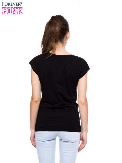 Czarny t-shirt z nadrukiem PANI KIEROWNICZKA                                  zdj.                                  4