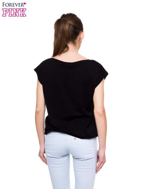 Czarny t-shirt z nadrukiem ŻONA IDEALNA                                  zdj.                                  4