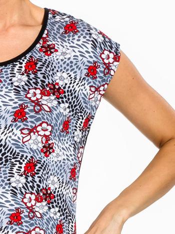 Czarny t-shirt z nadrukiem czerwonych kwiatów                                  zdj.                                  5
