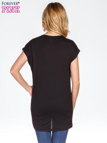 Czarny t-shirt z nadrukiem kwiatów                                  zdj.                                  3