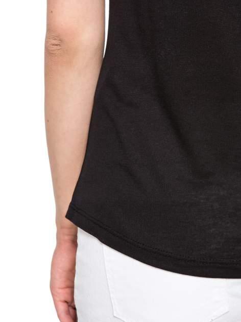 Czarny t-shirt z nadrukiem numerycznym AWESOME 82 z dżetami                                  zdj.                                  11