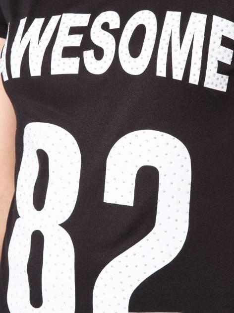 Czarny t-shirt z nadrukiem numerycznym AWESOME 82 z dżetami                                  zdj.                                  8