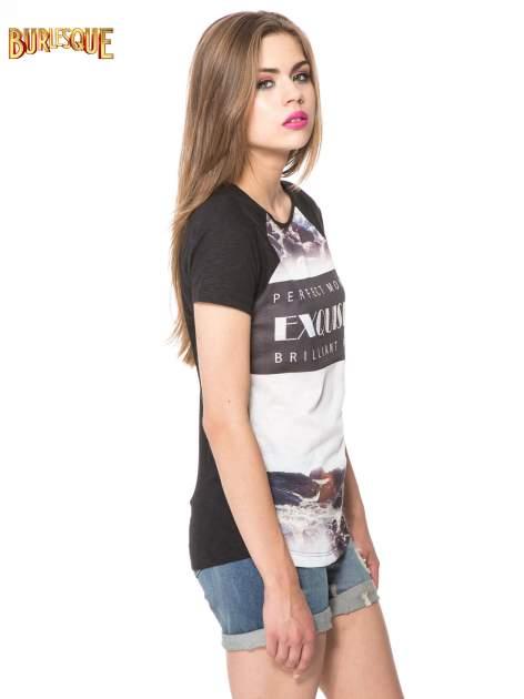 Czarny t-shirt z nadrukiem pejzażu i napisem EXQUISTE z dżetami                                  zdj.                                  3