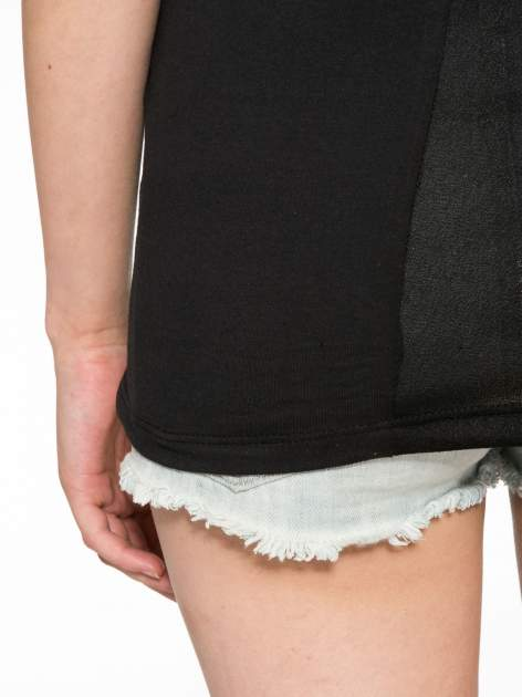 Czarny t-shirt z nadrukiem stokrotki z dżetami                                  zdj.                                  10