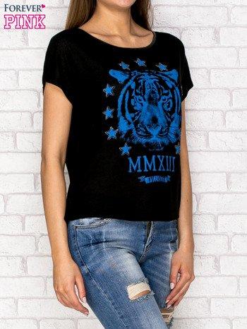 Czarny t-shirt z nadrukiem tygrysa i zipem z tyłu