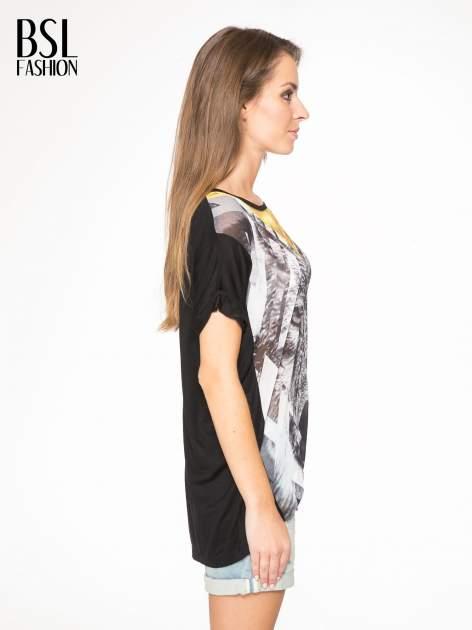 Czarny t-shirt z nadrukiem wilka i wydłużanym tyłem                                  zdj.                                  3