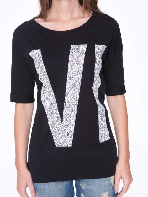 Czarny t-shirt z nadukiem WIBE z przodu i na plecach                                  zdj.                                  7