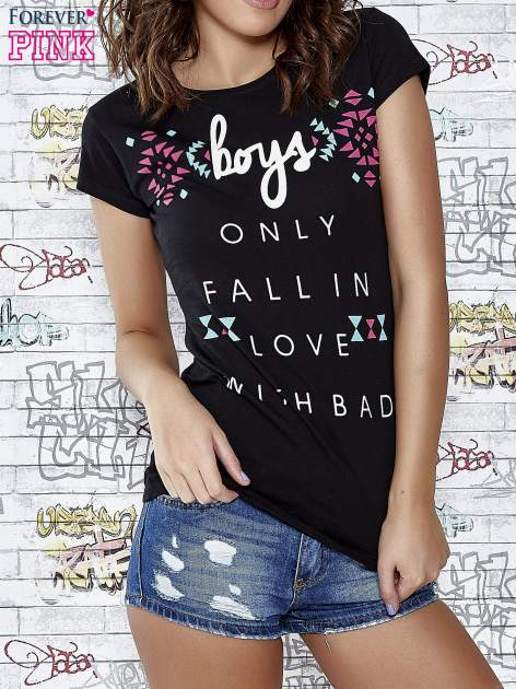Czarny t-shirt z napisem BOYS ONLY FALL IN LOVE WITH BAD                                  zdj.                                  1