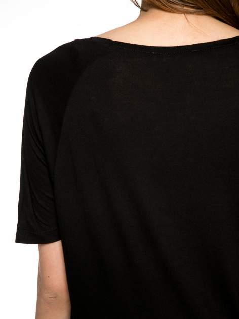 Czarny t-shirt z napisem DÉSIRÉ z dżetami                                  zdj.                                  10
