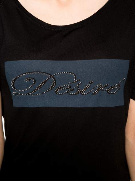 Czarny t-shirt z napisem DÉSIRÉ z dżetami                                  zdj.                                  8