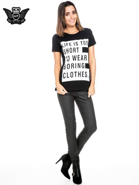 Czarny t-shirt z napisem LIFE IS TOO SHORT TO WEAR BORING CLOTHES                                  zdj.                                  2