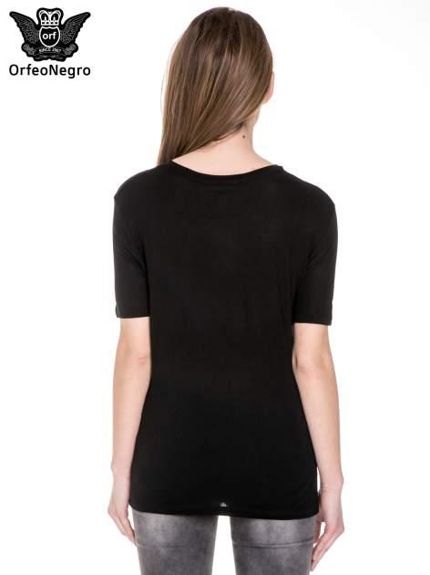 Czarny t-shirt z napisem SNOB                                  zdj.                                  4