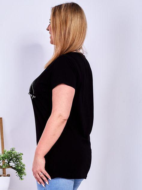 Czarny t-shirt z napisem z dżetów PLUS SIZE                                  zdj.                                  5