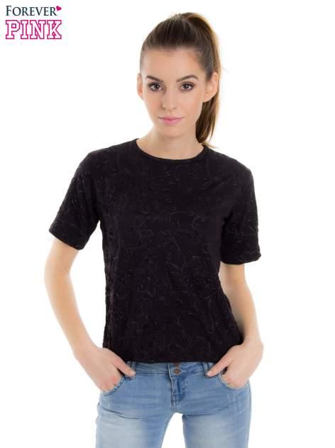 Czarny t-shirt z wytłaczanym kwiatowym ornamentem                                  zdj.                                  1