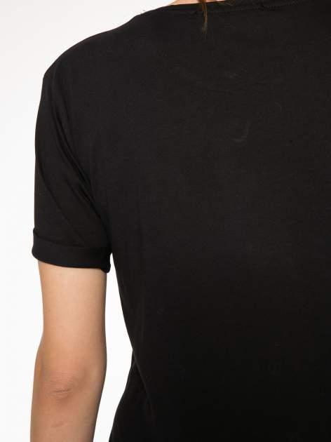 Czarny t-shirt ze złotym nadrukiem NO. 4 COCO                                  zdj.                                  10