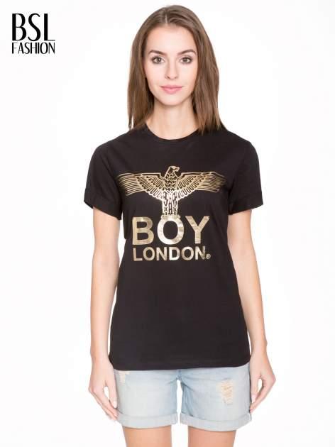 Czarny t-shirt ze złotym nadrukiem orła i napisem BOY LONDON