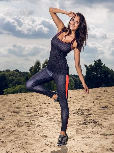 Czarny termoaktywny top sportowy w panterkę z fluoróżową wstawką ♦ Performance RUN                                  zdj.                                  10