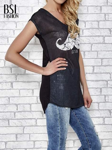 Czarny transparentny t-shirt z motywem moustache                                  zdj.                                  3