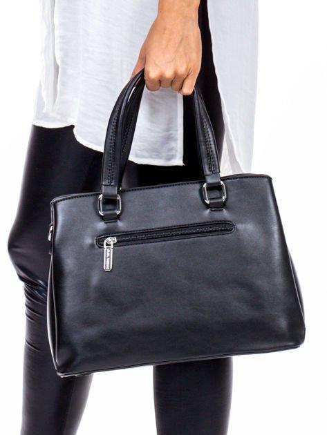Czarny trapezowa torebka kuferek do ręki                              zdj.                              3